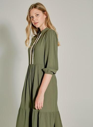 NGSTYLE Yaka Detaylı Maxi Elbise Haki